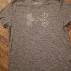 Womens Under Armour loose heat gear shirt